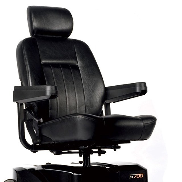 Sterling S700 - Comfortable Captains Seat